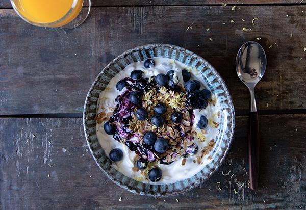 Blueberry muesli yoghurt bowl with a twist
