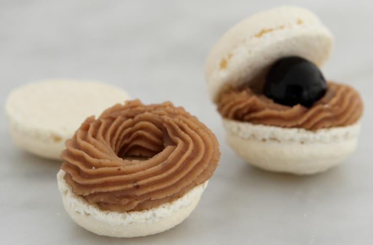 Macaron with Chestnut puree cream